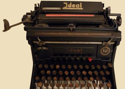Mehanički pisaći stroj Ideal