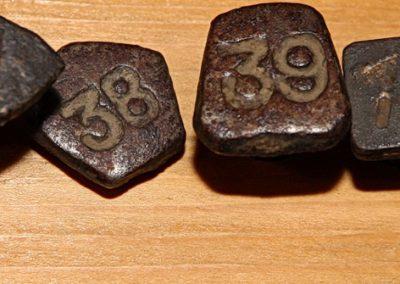 Čavli za označavanje godine ugradnje pragova, prva polovina 20. stoljeća