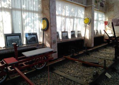 Detalj postava u željezničkom kolodvoru Vinkovci