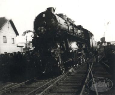 Parna lokomotiva 11-001