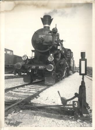 Parna lokomotiva 22-077